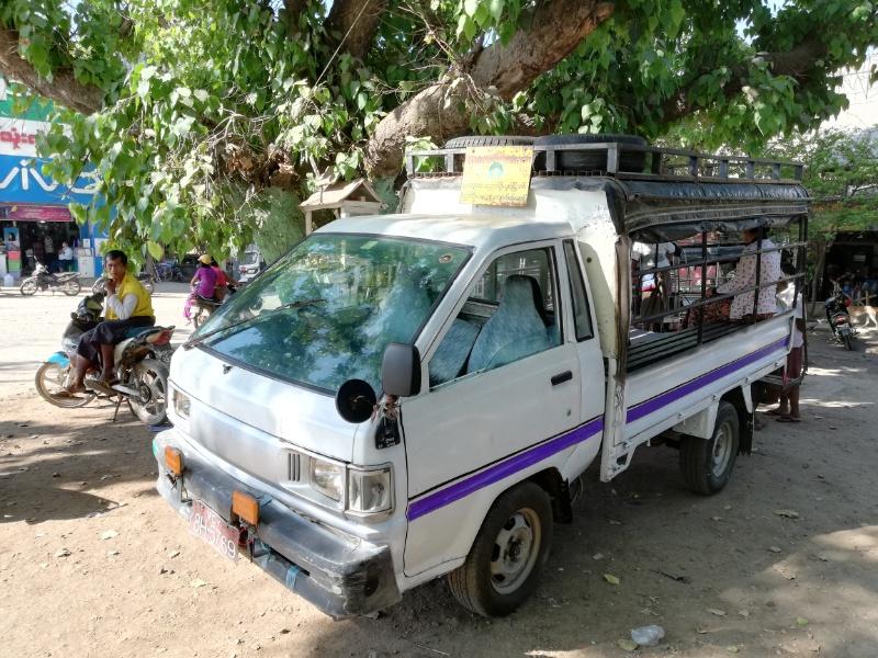パコックー行きバス