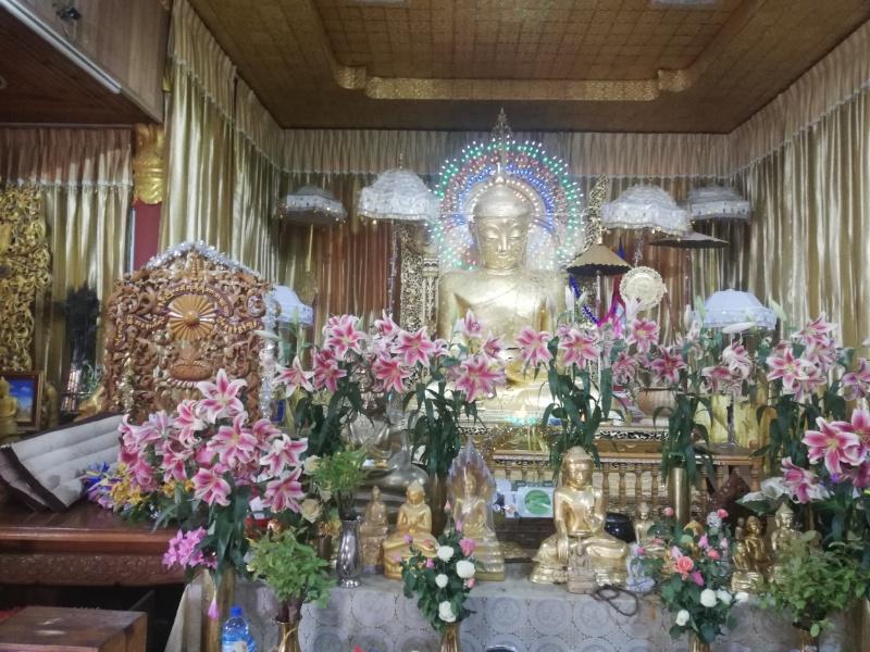 カロー竹の仏像