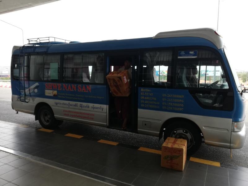 マンダレー空港行きバス