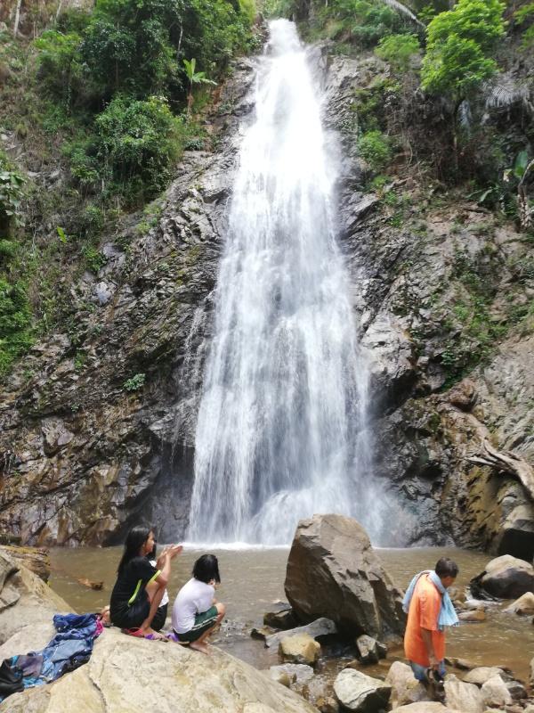 クンコン滝