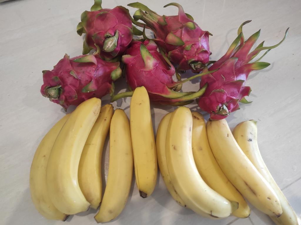 ドラゴンフルーツとバナナ